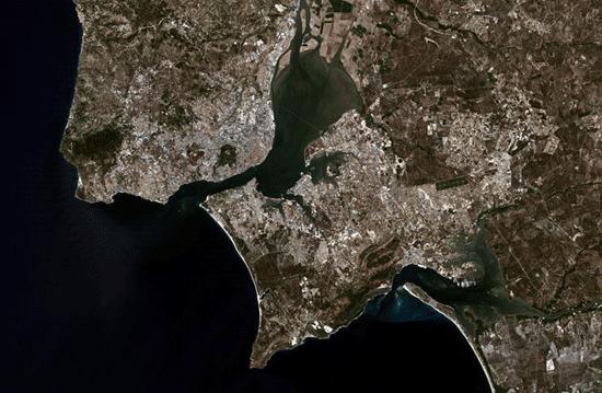 Landsat 5 image of Lisbon, Portugal acquired on August  14, 2004.