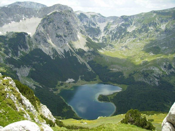 View of Lake Trnovacko.  Image: Milisavljevic02, Mediakwiki Commons, under license CC BY-Sa 4.0