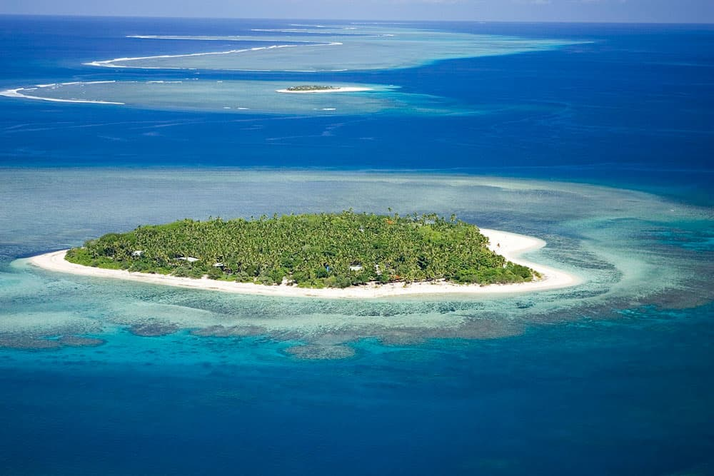 Aerial view of Tavarua Island Resort.  Photo: Tavyland, MediaWiki Commons, CC BY-SA 3.0