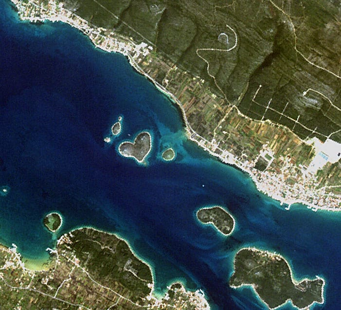 The heart-shaped island of Galešnjak.  Photo: JAXA, ESA